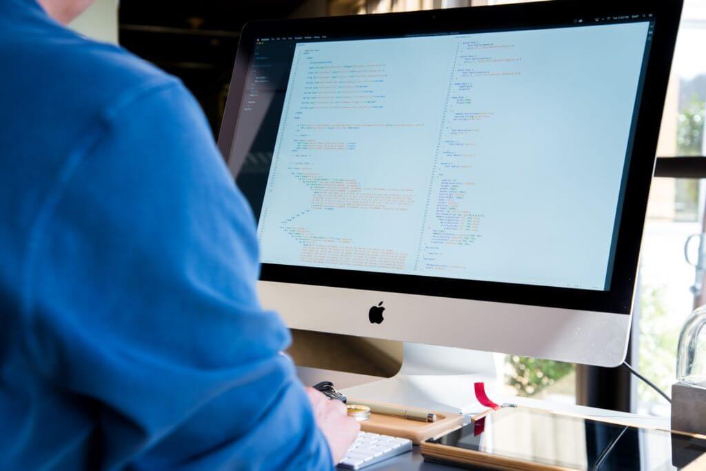 プログラマーは現在大幅に不足していて、スキルをつけると就職に有利