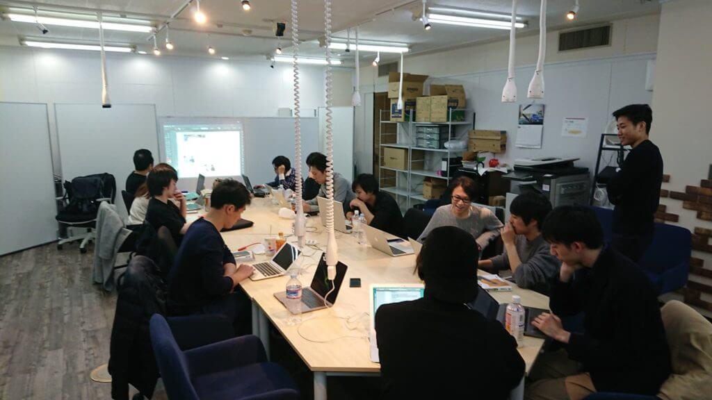 ドットプロの教室での授業・発表風景